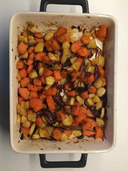 Légumes au four (patates douces, carottes, panais, oignons rouge et blanc et thym)